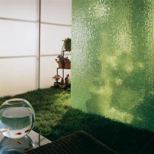 Стеклянная мозаичная стена
