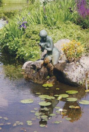 Скульптура для пруда